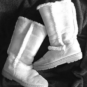 Ugg Womens boots Classic style Womens sz 9